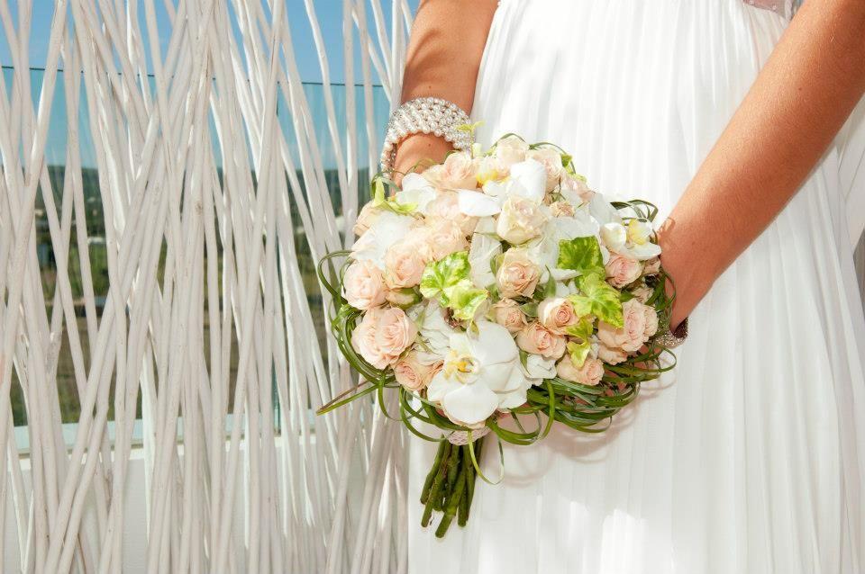 Bouquet de novia estilo vintage rosas, orquiedeas #eivissgarden