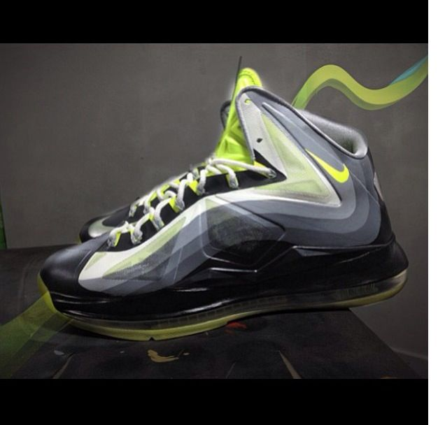 Here is some detailed images of a pair of Nike Lebron 10