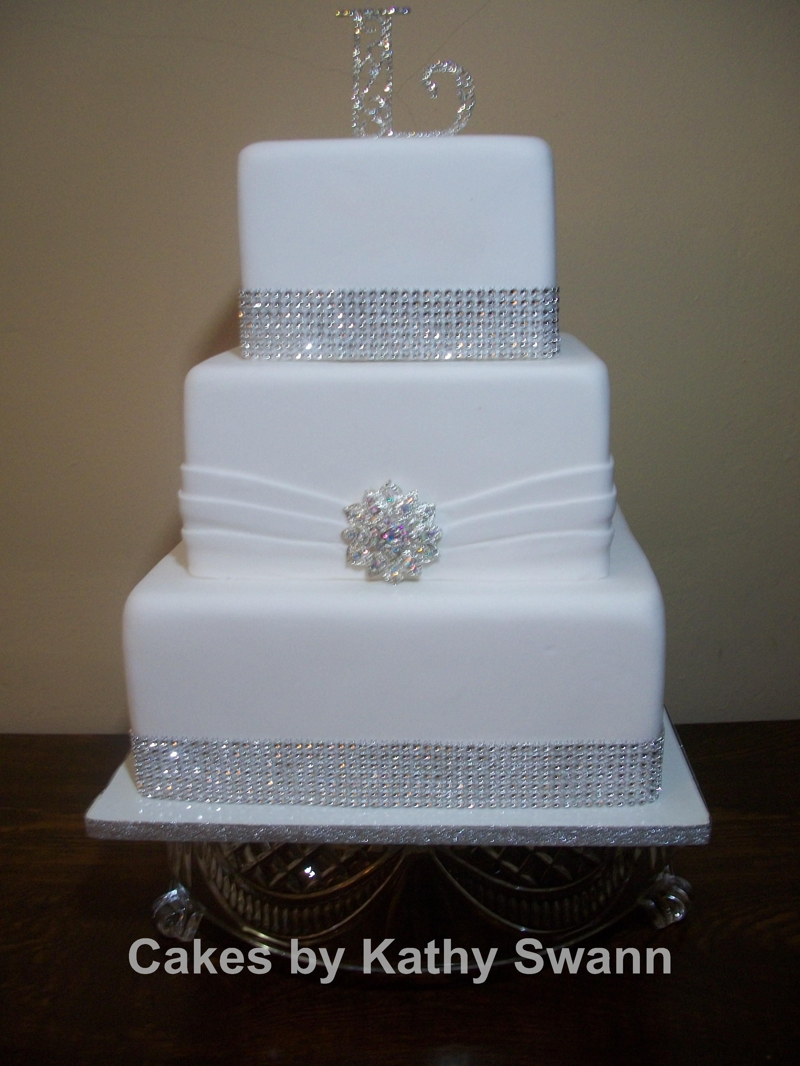 Square Wedding Cakes. Lov that it is sitting on a class base ...