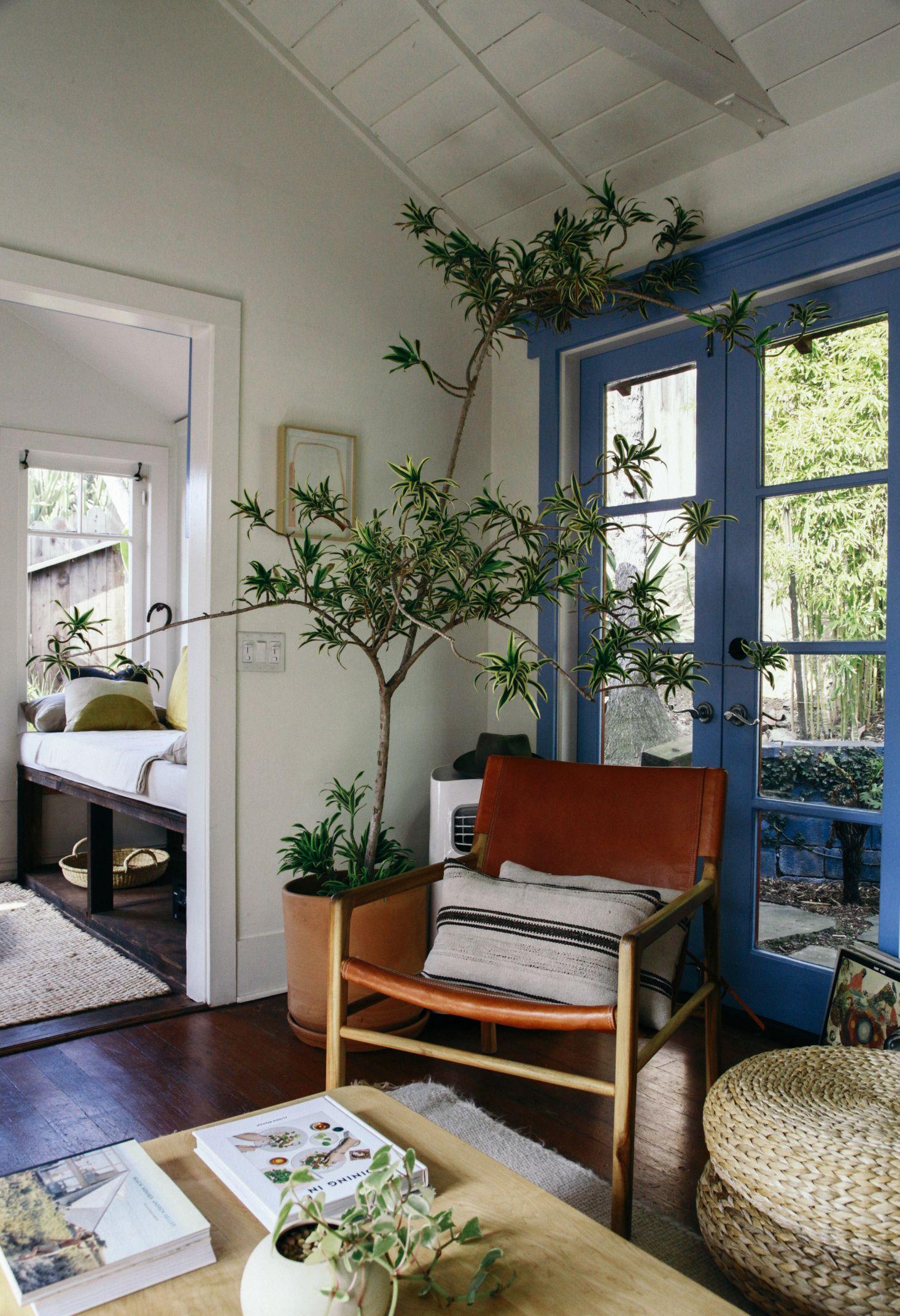 Inside A Netflix Star S La Bungalow Budget Rental Secrets Included Small Room Design House Interior Living Room Remodel