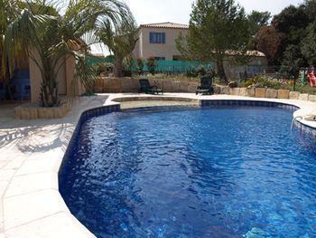epingle sur carrelage piscine