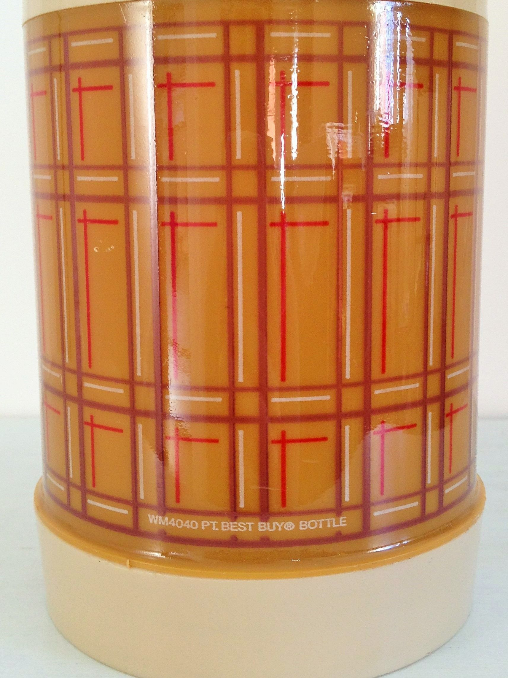 Vintage wide mouth Aladdin thermos in retro plaid, brown, beige and red. Old school plastic thermos great for soups and stews, ready for lunchtime.