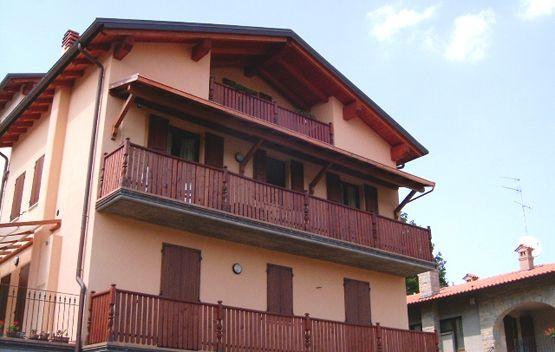 Copri balcone ad una falda, montato al secondo piano, linea Classica ...