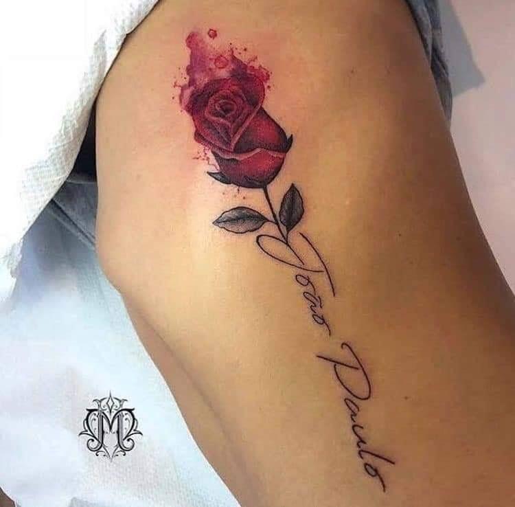 Pin De Gabby Villalba En Ink Tatuajes De Rosas Rojas Tatuajes Delicados Femeninos Tatuaje Rosa Con Nombre