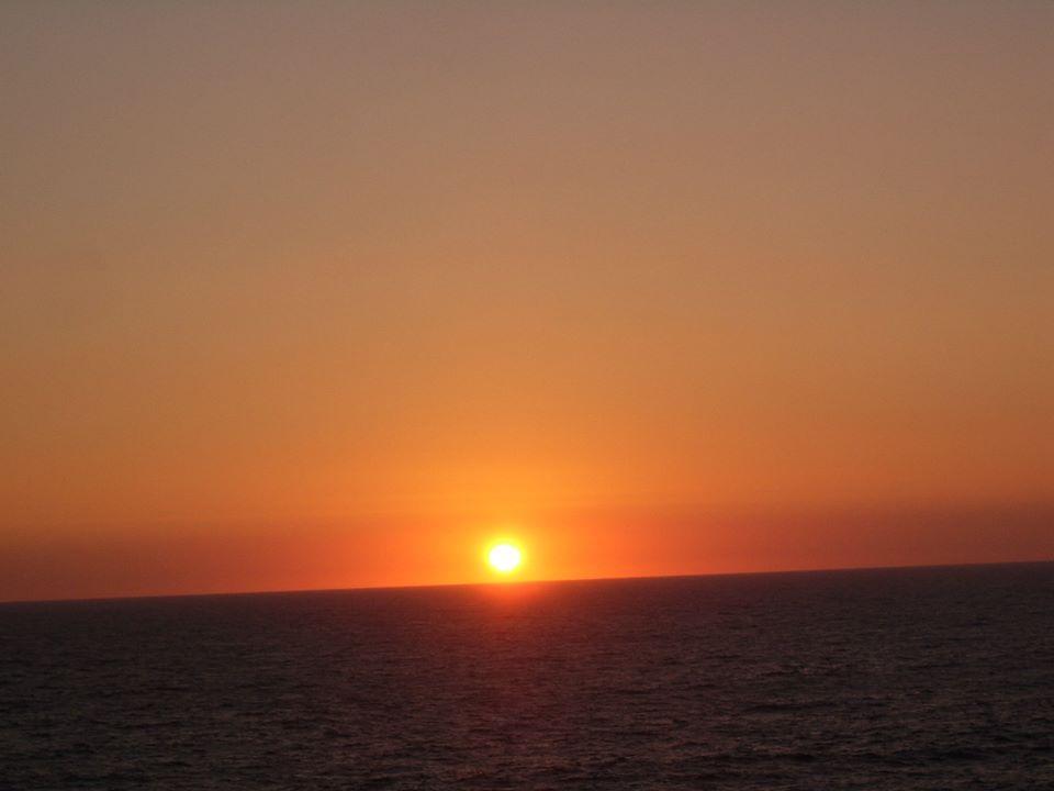 Puesta de sol en Mirador Roca Oceànica Concòn, Viña del Mar, Chile. Fotografìa tomada por mi en septiembre, 2013.