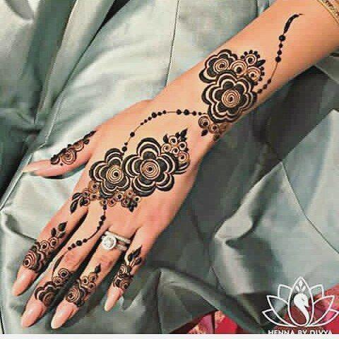 شرايكم الراعي الرسمي للحساب مجوهرات كهرمان للذهب Kahraman Gold Kahraman Gold حنه حناء حنا نقش حناء Henna Tattoo Hand Henna Modern Henna Designs