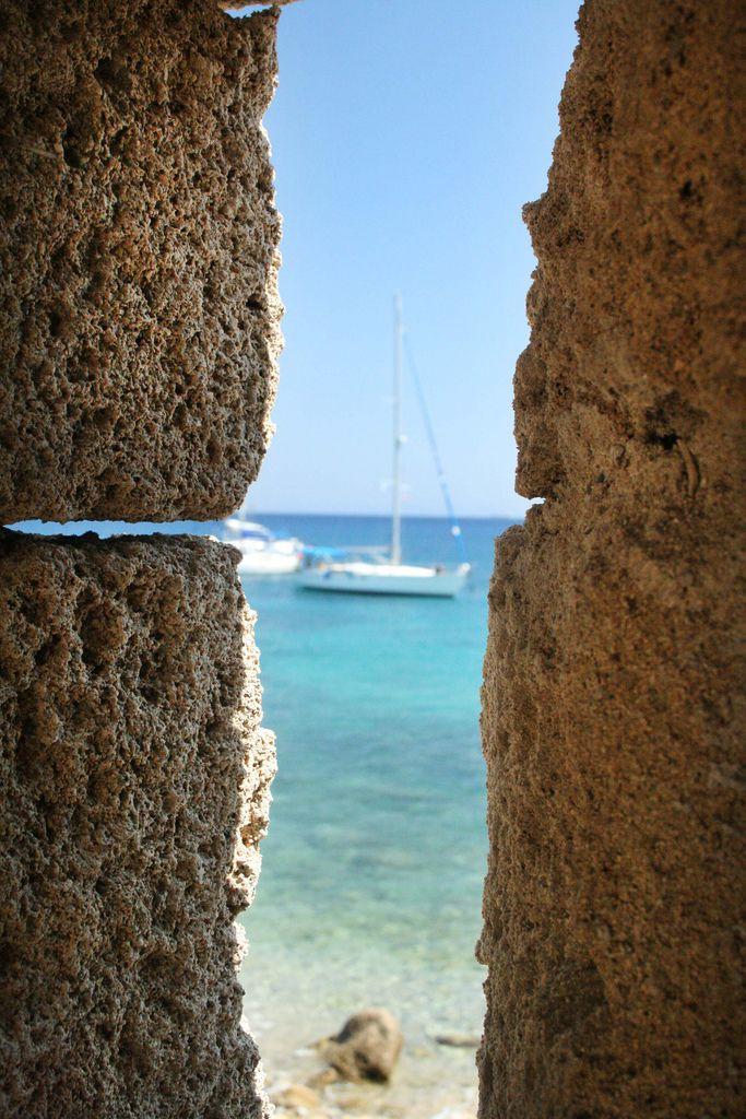 Lá.... quero sair daqui e ir pra lá...  Aegean Sea, Rhodes, Greece