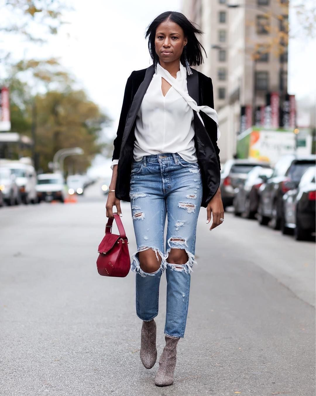 @clarkandstone makin' moves in this casual chic denim and blazer look. ⠀  ⠀  Share your #pinterestinspired style with #MyPinterest.