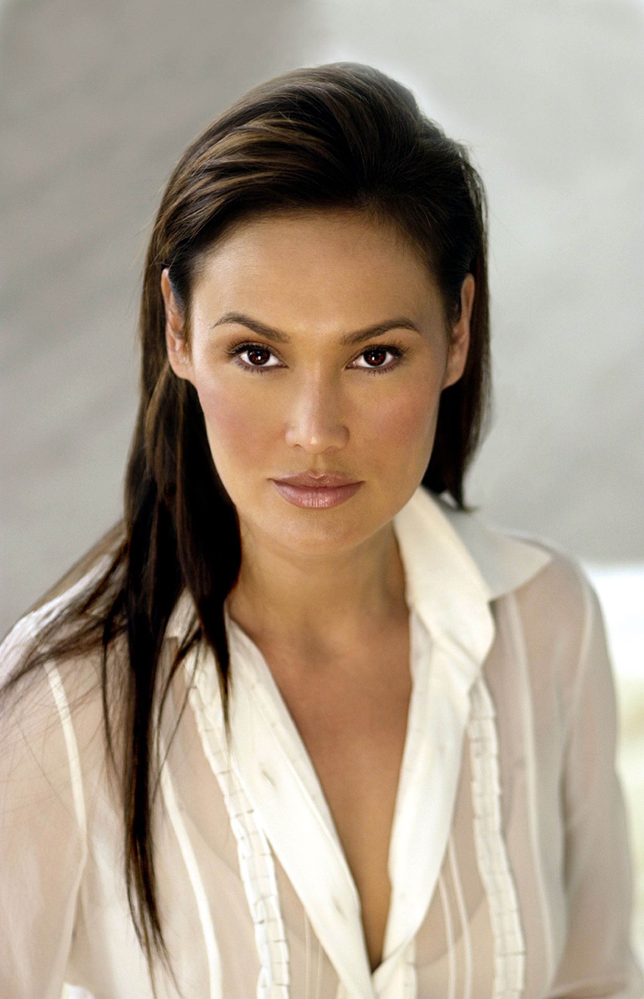 tia carrere showdown in manila