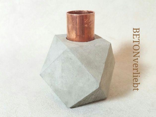 Hier kommt ein wundervoller geometrischer kerzenständer aus beton