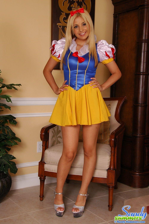 Snow White  Cosplay Risqu  Captions, Tg Captions -2004