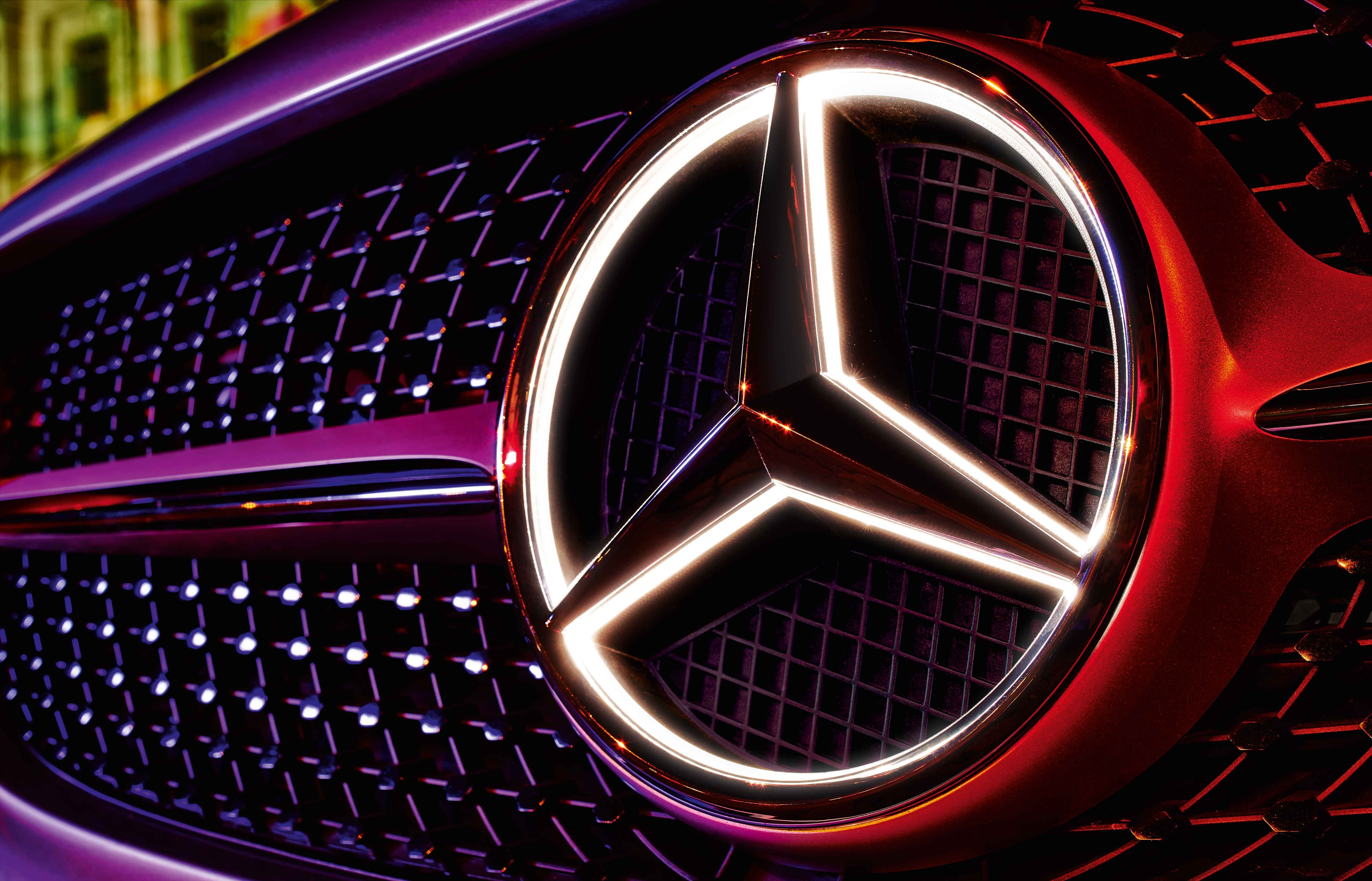A True Highlight Thanks To Fibre Optic Cables And Led Technology The Central Star Emblem In Your Merc Mercedes Accessories Mercedes Mercedes Benz Accessories