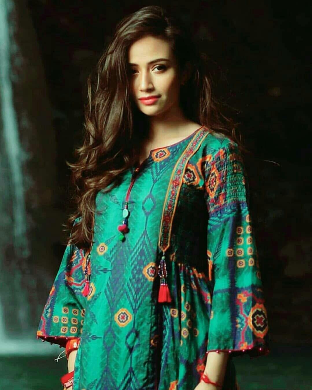 Pin By Yamini Hardi On Kurtas And Dresses