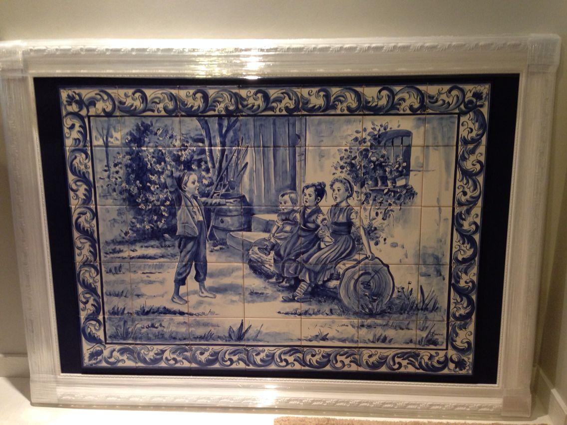 Quadro em composição de azulejos portugueses pintados a mão.