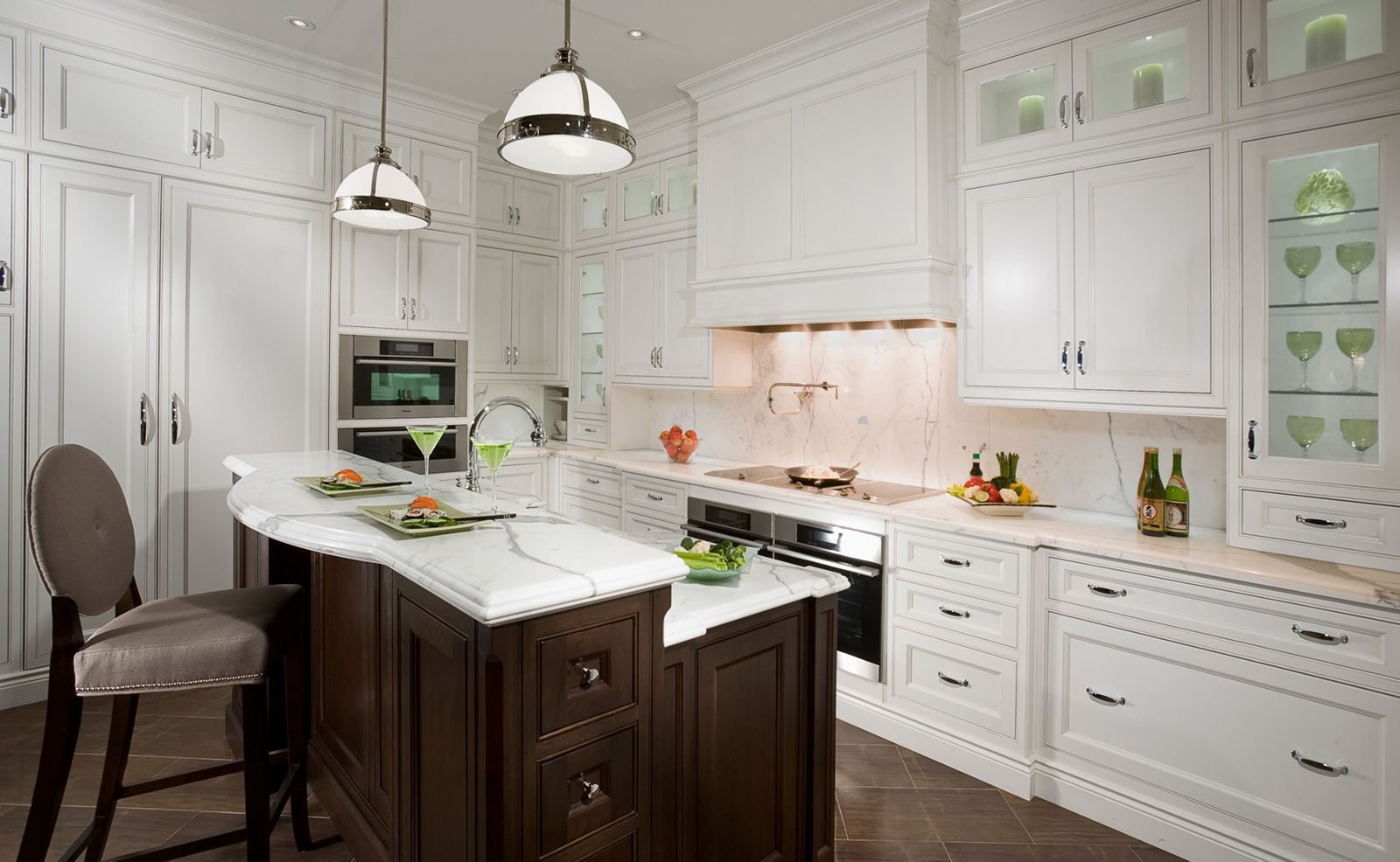 Traditional Gallery Kitchen Furnishings Traditional Kitchen Design Kitchen Inspirations