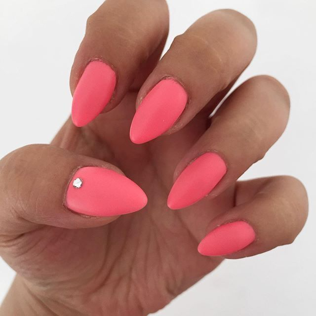 For Valentines Day – Ein herzhafter Nagel #valentines day nails mandel –  Zum Va…