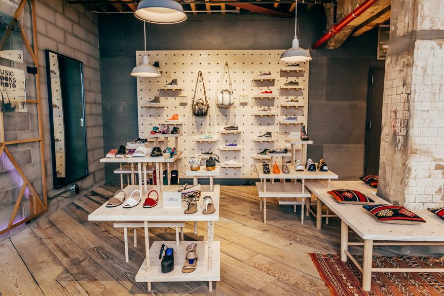 Photos Tour The Urban Outfitters Concept Store Space Ninety 8 Urban Outfitters Display Retail Interior Concept Store