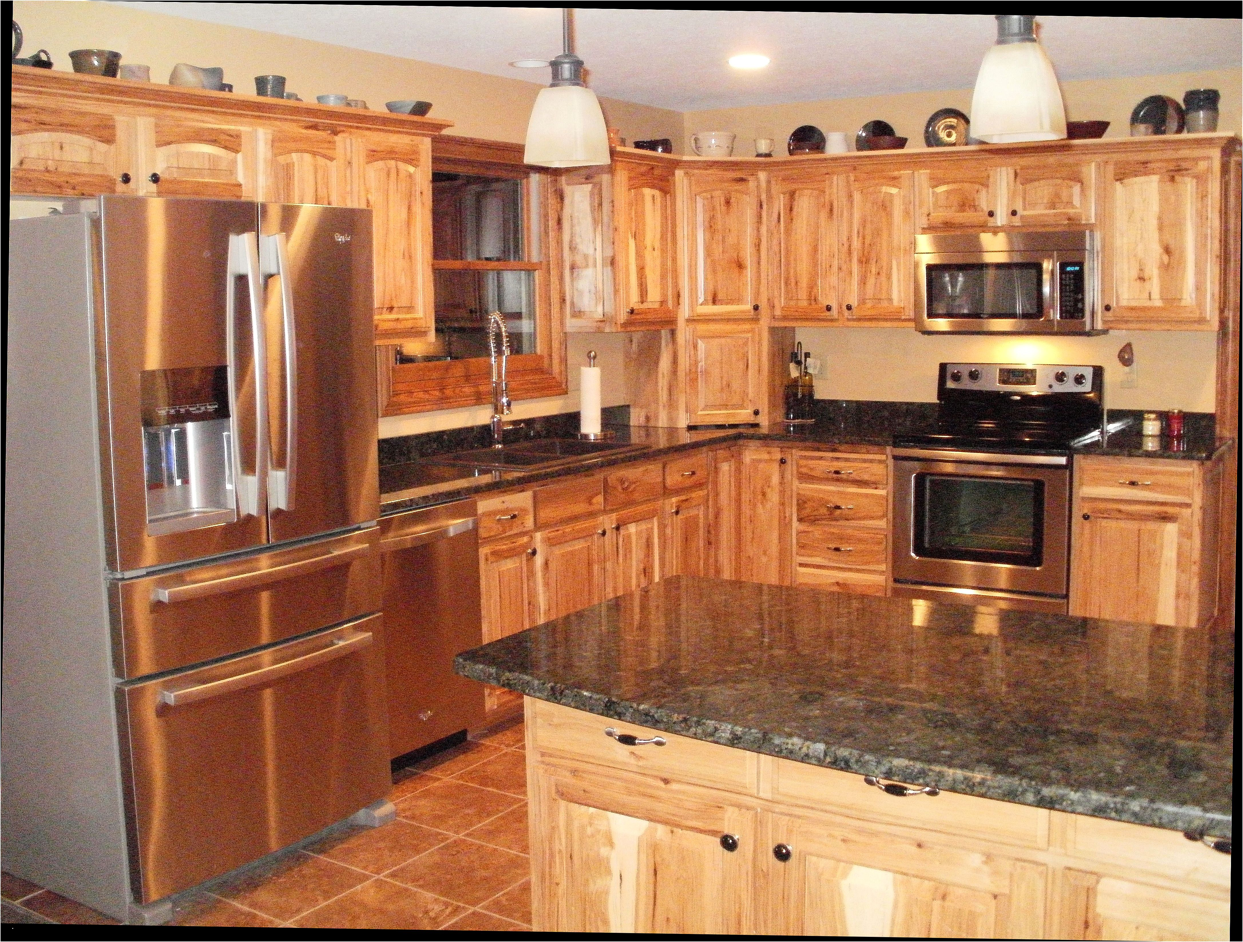 Lovely Kitchen Color Ideas With Hickory Cabinets In 2020 Hickory Kitchen Cabinets Hickory Kitchen Kitchen Remodel