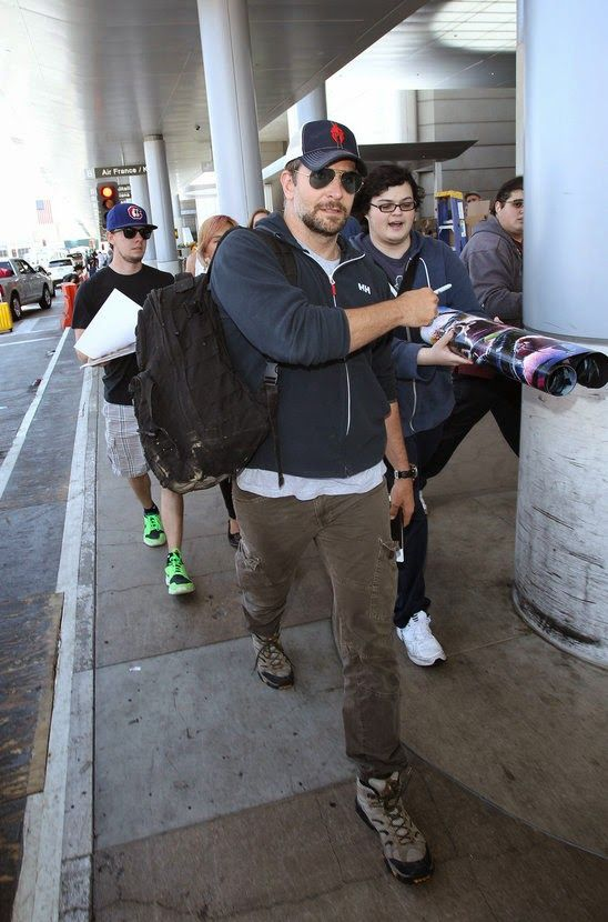 GOSSIP OVER THE WORLD: Bradley Cooper seemed stressed when he left LAX!