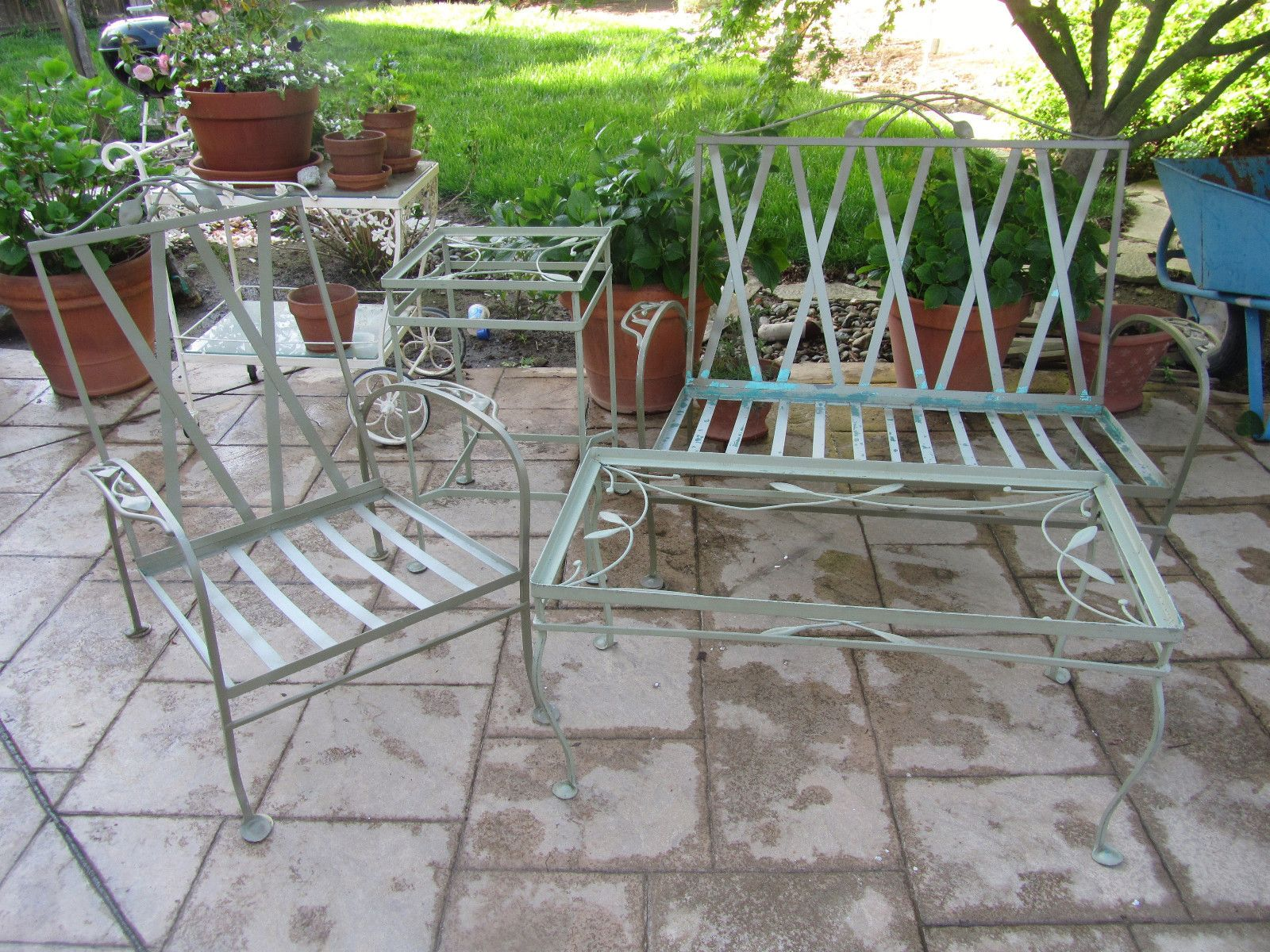Salterini Vintage Iron Patio Set Laurell Leaf Pattern Settee Club Chair  Table