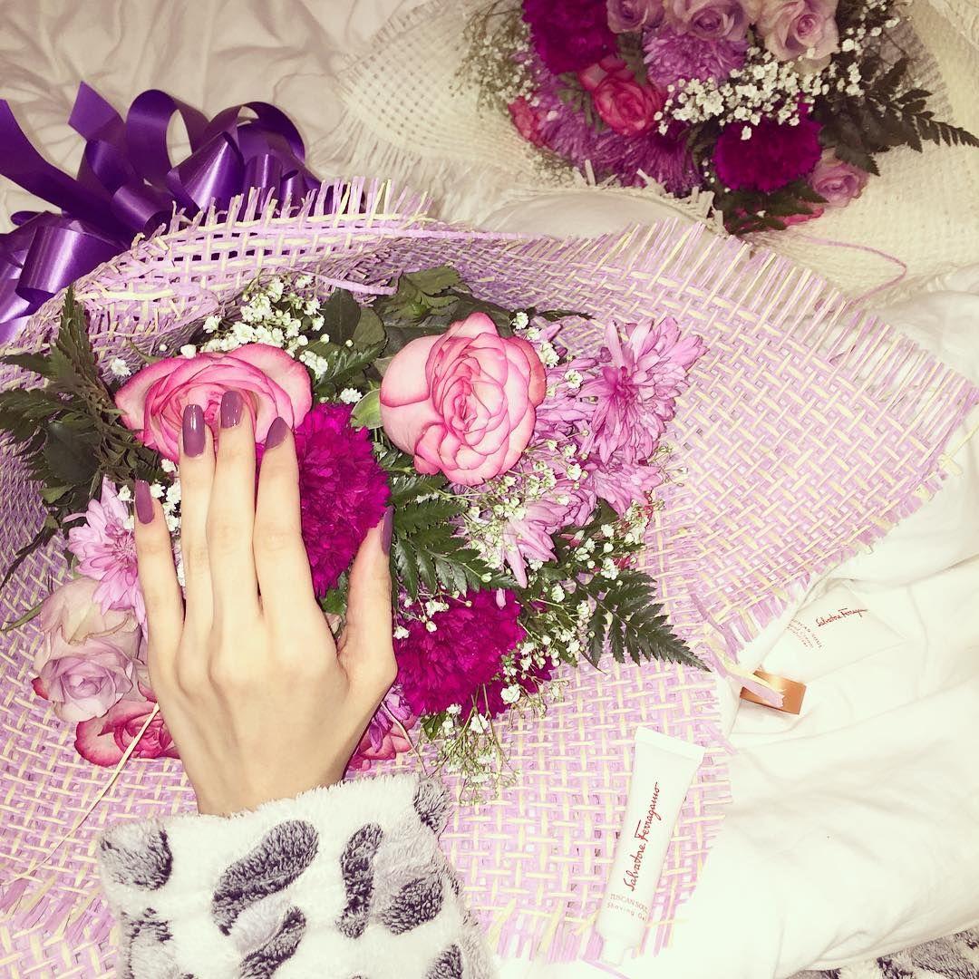 Aljwhara Bin Busayyis On Instagram هذاك أول إذا قلت بتخليني تبين دمعتي بعيني ماعاد يهمني بعادك ماعاد اهتم مثل أول Floral Wreath Floral Instagram Posts