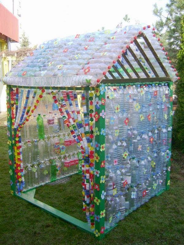 Plastic Bottle Carport : A képeken pet palackokból illetve azok kupakjaiból