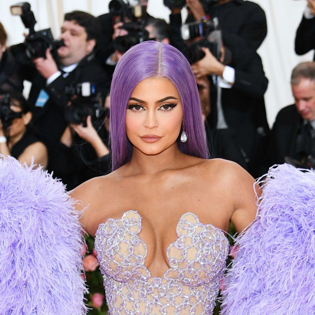 Kylie Jenner S Purple Hair Perfectly Matched Her Met Gala Dress Kylie Jenner Met Gala Kylie Jenner Colored Wigs