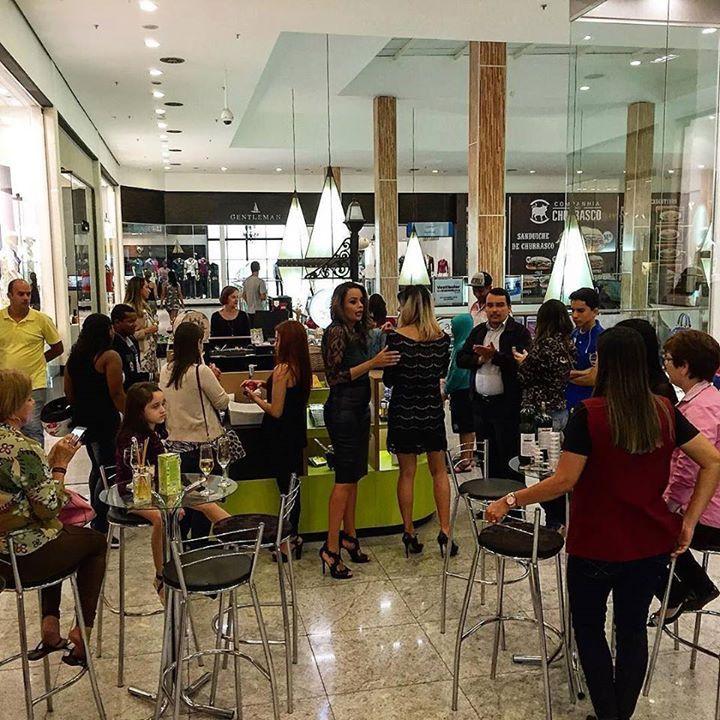 Estamos no coquetel de inauguração da @merceariadobanhoanapolis. Sucesso total trazendo mais beleza e bem-estar direto de Brasília para Anápolis. #beleza #bemestar #merceariadobanho by merceariadobanho http://ift.tt/1XAT2A1