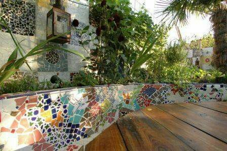Use Pieces Of Old Plates And Tiles To Create A Beautiful Mosaic Pattern On A Retaining Wall Mosaic Garden Mosaic Garden Art Patio Garden Design