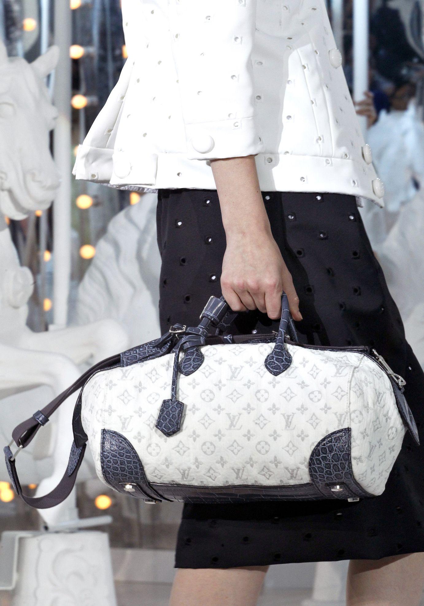 Défilé Louis Vuitton  Printemps-été 2012   my whit   Pinterest a92a9105f0a