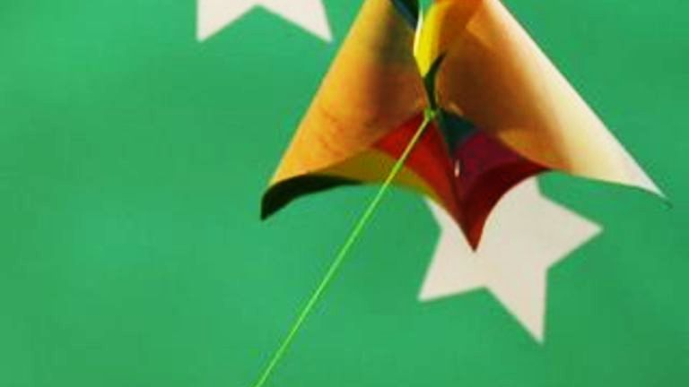 How to Make a Simple Paper Kite | Summer arts and crafts, Kites ...