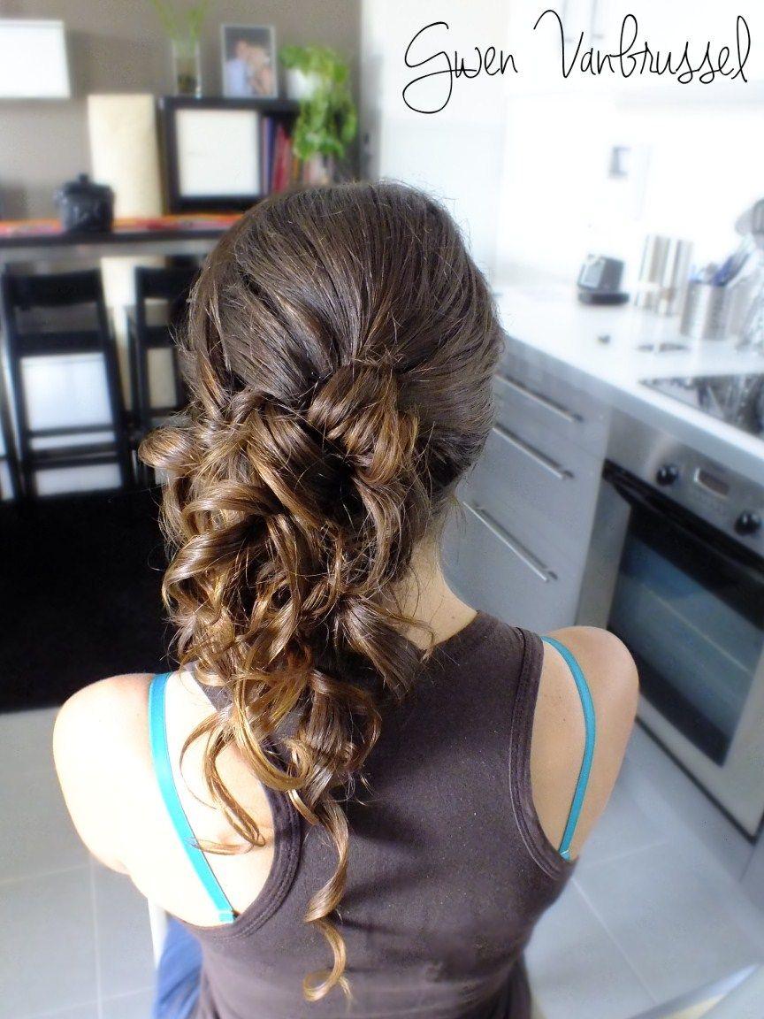 Cascade de boucles sur le coté. gwenvanbrussel.com | Mariage cheveux bouclés, Coiffure mariage ...