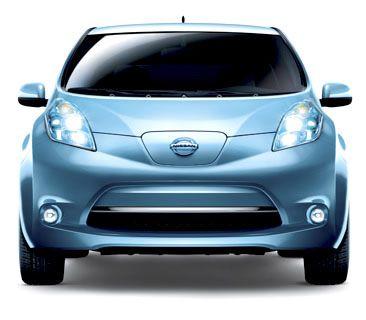 O Nissan LEAF usa baterias de lítio e tem autonomia para percorrer até 160 quilômetros.