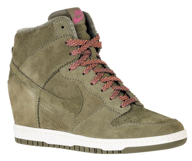 sports shoes 4a556 cb15c Two of my favorite things... dunks + wedges... Nike Dunk Sky High Kaki foncé