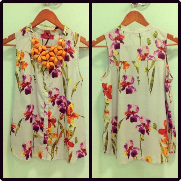 October blossom, blusa sin mangas de botones con estampado floreado