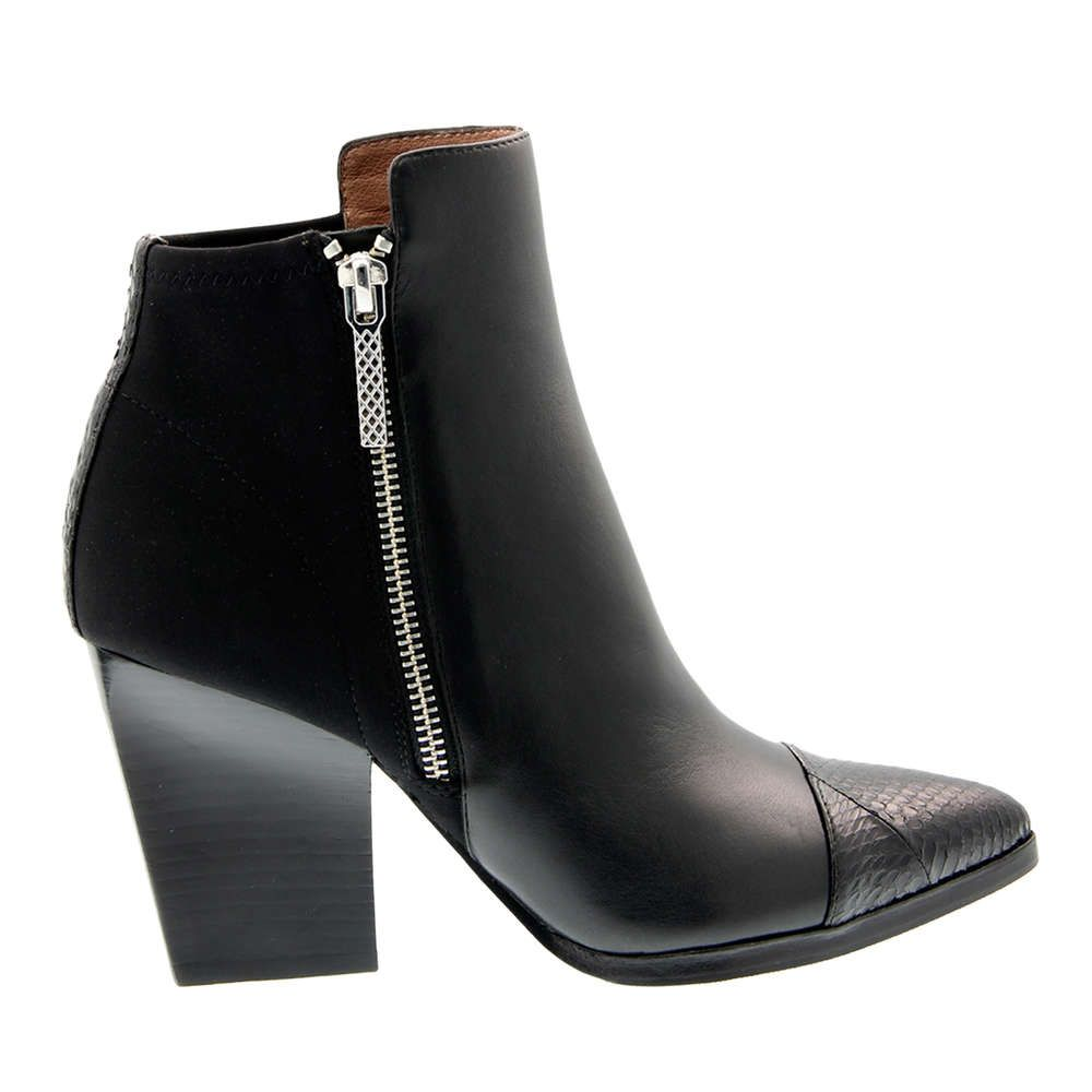 These @donaldjpliner booties will go with any outfit, and we need them in our closet!
