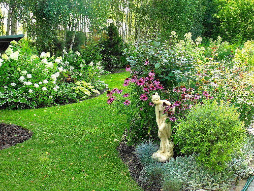 Obnizenie Rabat Kwiatowych Wzgledem Trawnika Jakies 5 Do 10 Cm Nie Potrzeba Obrzezy Z Kolei Podwyzszenie Trawnika S Gorgeous Gardens Garden Outdoor Gardens