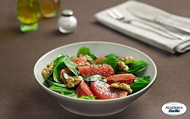 Salad with Pink Grapefruit, Spinach and Walnuts- Barilla.com