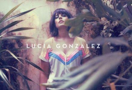 Lucía González presenta su primer disco este sábado 18 de mayo en el Lindolfo, a las 22 horas, con una música que se define como una mezcla de estilos que van desde el folk al pop y la electrónica.