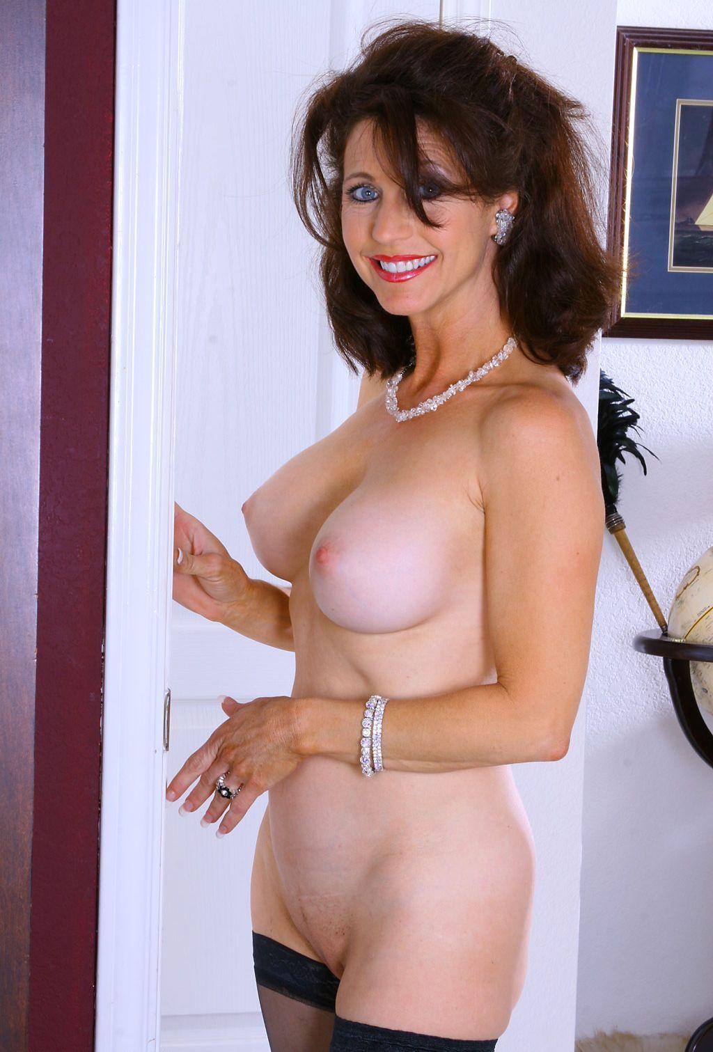 Nude mature beauty