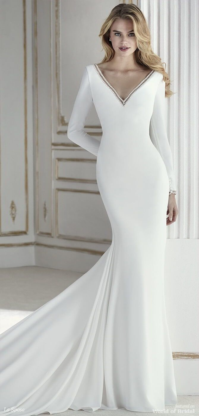 This Dress Demonstrates That Simplicity Is Synonymous With Beauty Femininity And Elegance A Wond Wedding Dress Long Sleeve Ball Dresses Wedding Dress Sleeves