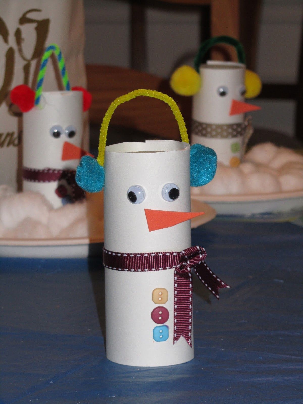Rocmomma toilet paper tube snowman craft she 39 s crafty for Tissue tube crafts