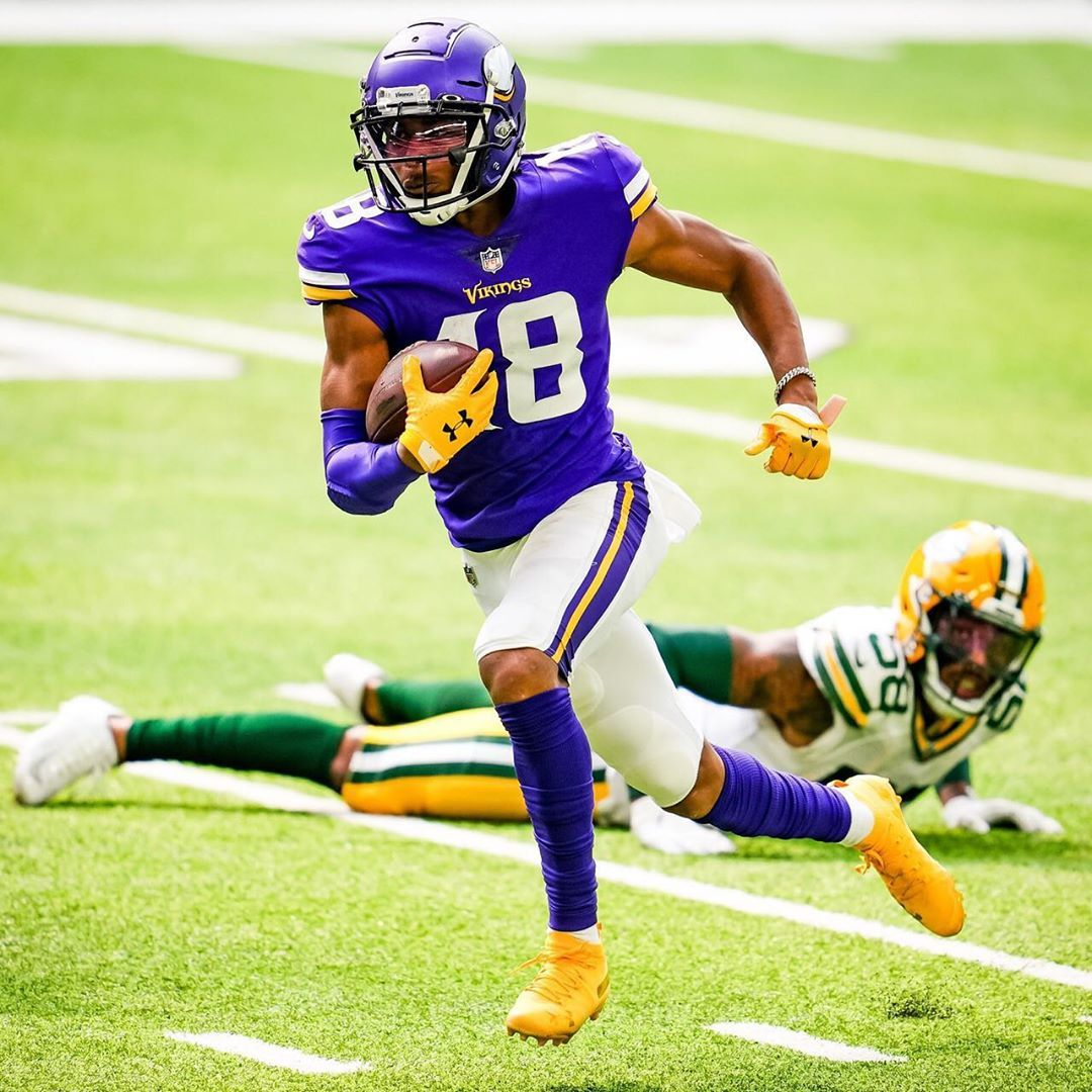 Minnesota Sports News On Instagram Rookie Wr Justin Jefferson Had 2 Catches For 26 Yards In His Vikings Debut Today Against In 2020 Football Helmets Sports News Nfl