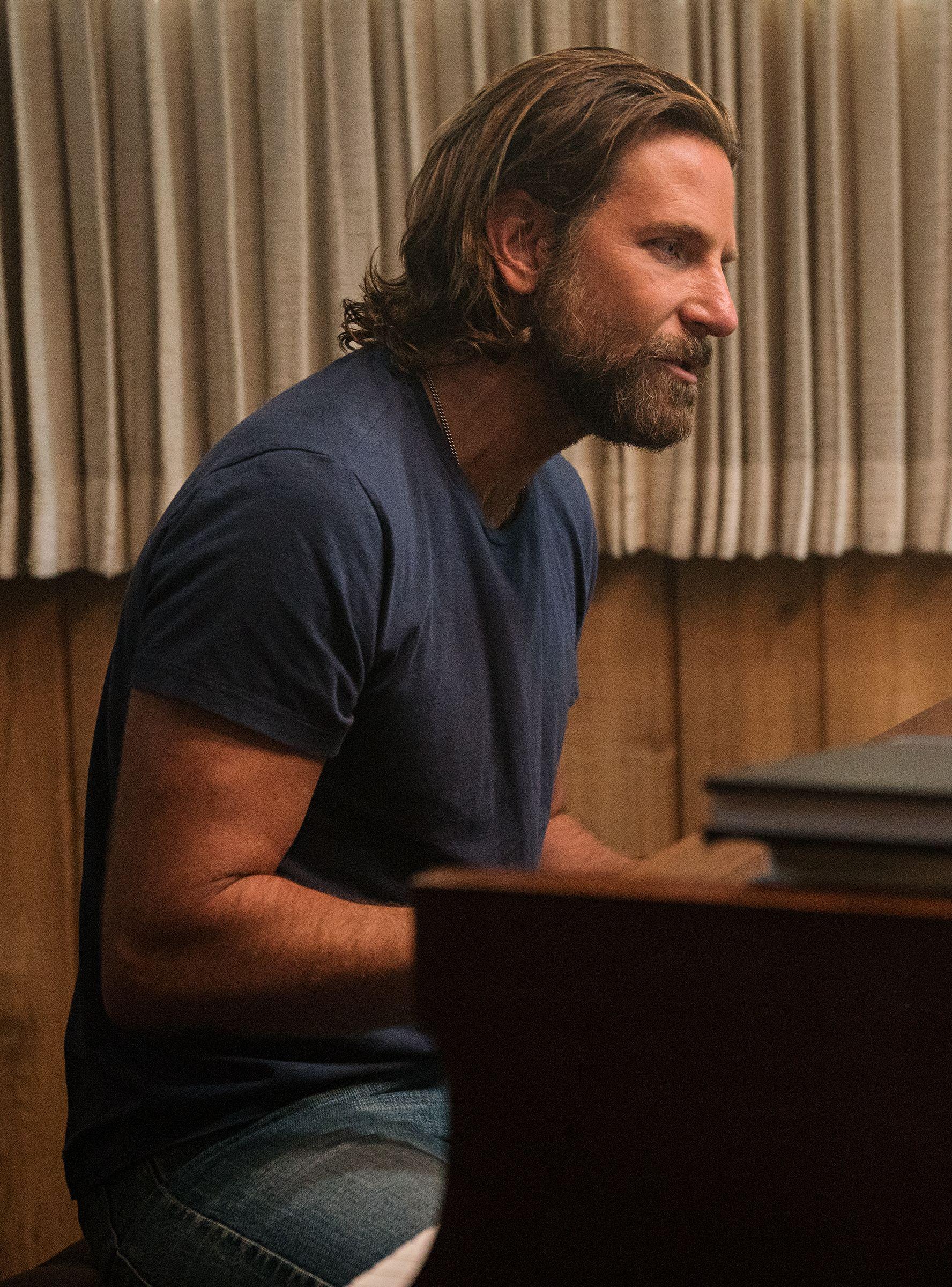 Bradley Cooper's Jackson Maine Voice Is Gone | Bradley cooper hair, Bradley  cooper, A star is born