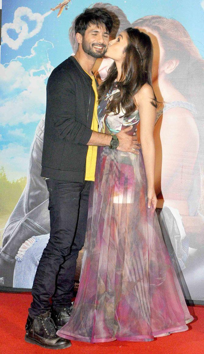 Alia Bhatt Kisses Shahid Kapoor At The Trailer Launch Of