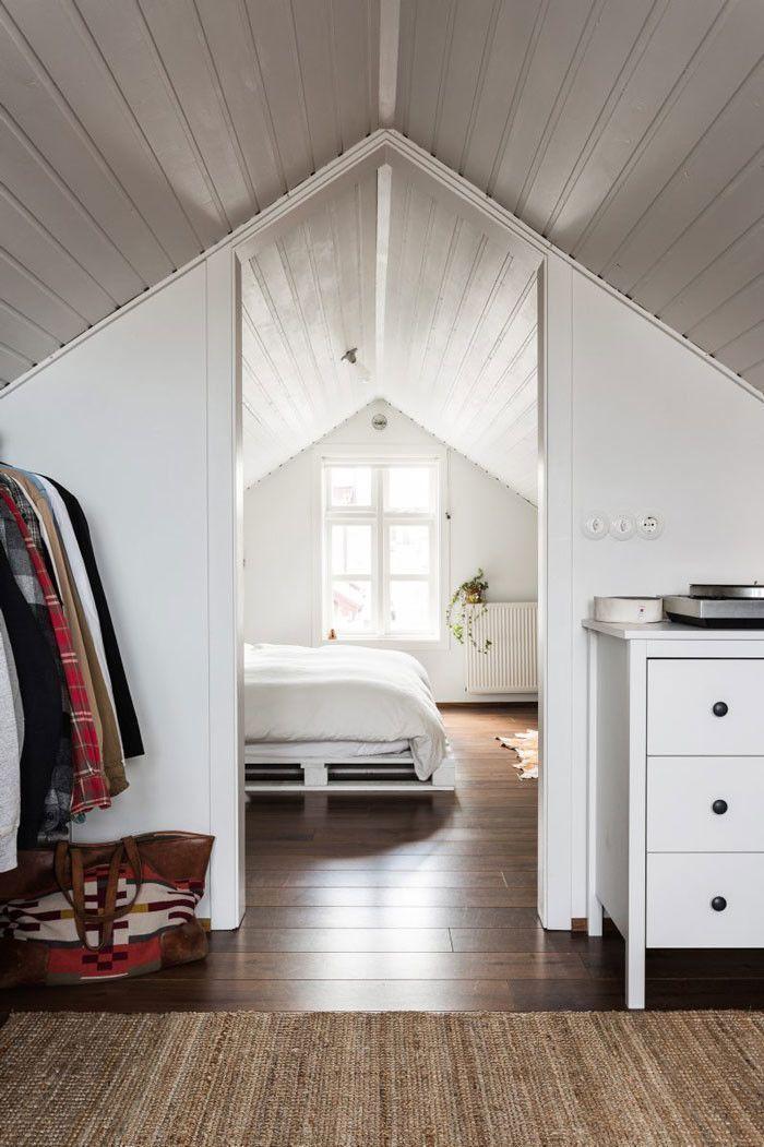 15 Chambres Mansardees Pour Vous Aider A Amenager Vos Combles Design De Chambre Mansardee Petite Chambre Mansardee Chambre Mansardee