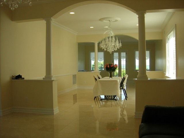 We would like half walls and round pillars between our for Dining room designs with pillars