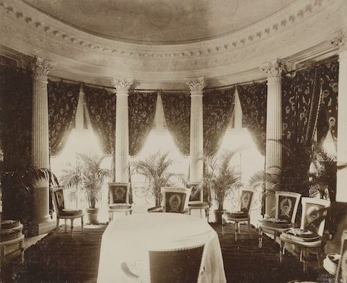 Belcourt Newport Ri Residence Built For Mr Ohp Belmont And Then Gifted To His Bride Alva Smith Vanderbilt Mrs W K Vander Belcourt Damask Wall Stately Home