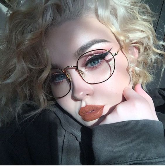 8 Most Important Glasses Makeup Tips For Glasses Wearers