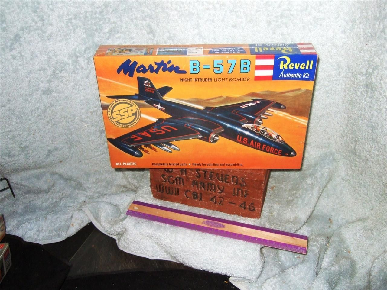 Revell 'SSP' 1/78 USAF MARTIN B-57B NIGHT INTRUDER BOMBER Model Kit picclick.com
